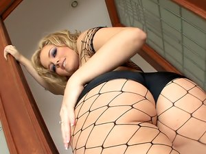 Fishnets are sexy on fuck slut Alexis Texas