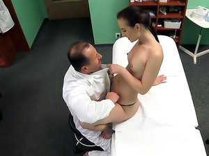 Doctor aand his slutty patient have sex on hidden camera
