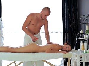 Dick sucking massage girl gets fucked
