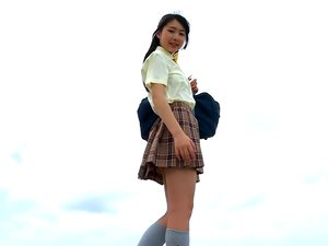 Asian schoolgirl Yuna Minamoto loves the beach.