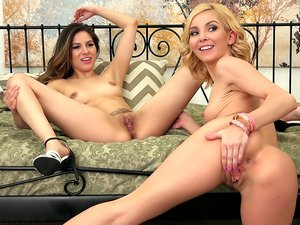 Lesbian Petite Babes Shyla and Aaliyah LIVE