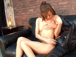 Hot woman, Aoi Mikami invited her secret lover home