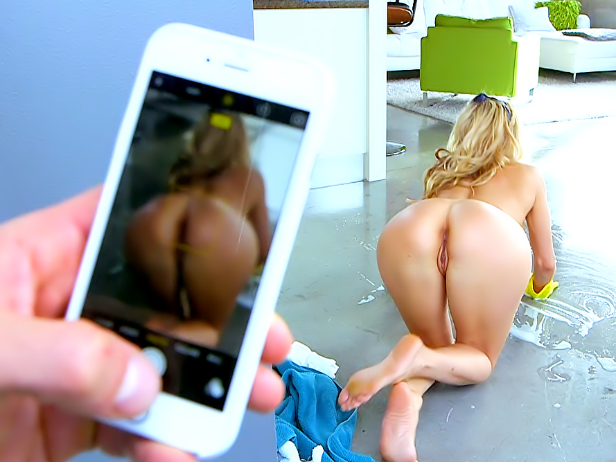 Alexis fawx the naked mom